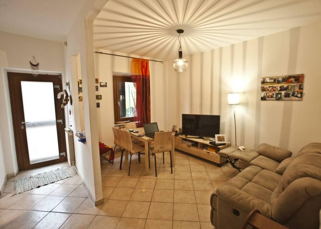 Appartamento in ottime condizioni parzialmente arredato in vendita Rif. 8442561