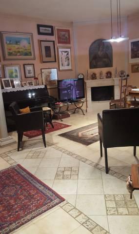 Ristrutturato, elegante, ampio trivani a Rutigliano (Bari).