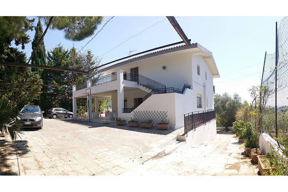 Villa 6 locali in vendita a Caltanissetta (CL)