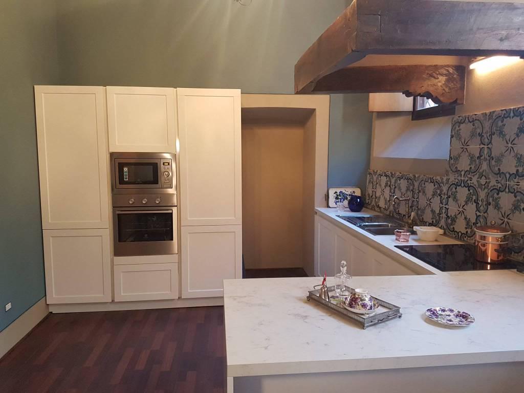 Appartamento in ottime condizioni parzialmente arredato in affitto Rif. 5724545