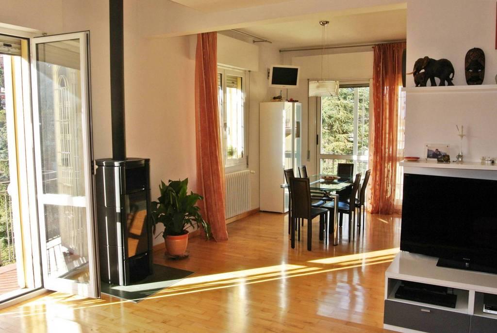 Appartamento in vendita 5 vani 130 mq.  via Rivabella 2/4 Bologna