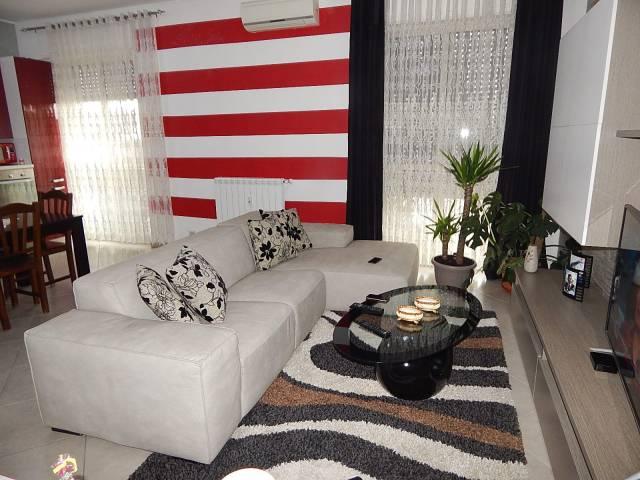 Appartamento in vendita a Trecate, 4 locali, prezzo € 85.000 | CambioCasa.it