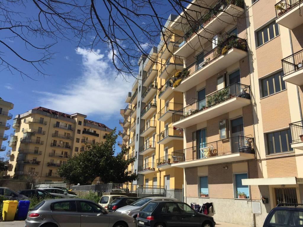 Appartamento in buone condizioni in affitto Rif. 6217875