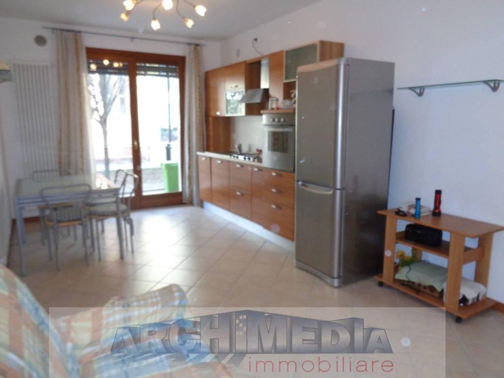 Appartamento in buone condizioni parzialmente arredato in vendita Rif. 5737943