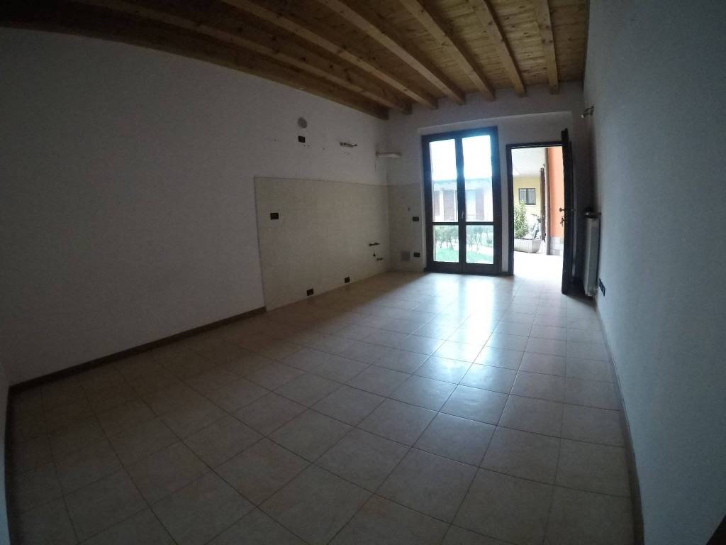 Appartamento in ottime condizioni in affitto Rif. 5740075