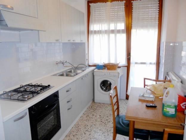Monolocale in Affitto a Pisa Periferia Nord: 5 locali, 100 mq