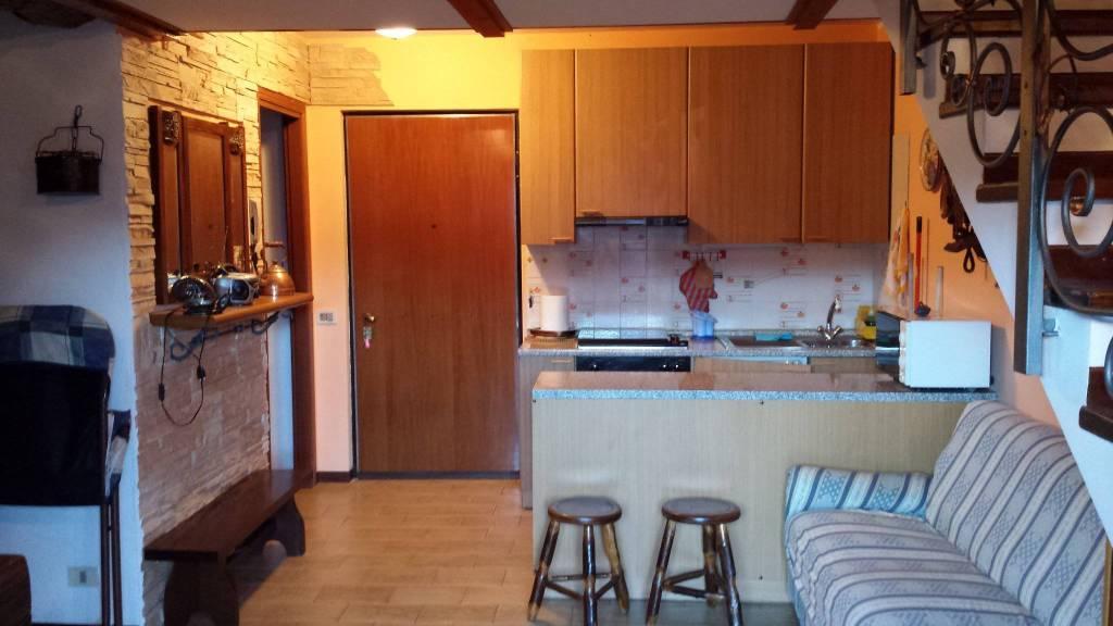 Appartamento in buone condizioni arredato in vendita Rif. 4220994