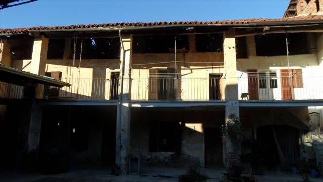 Rustico / Casale da ristrutturare in vendita Rif. 4260786