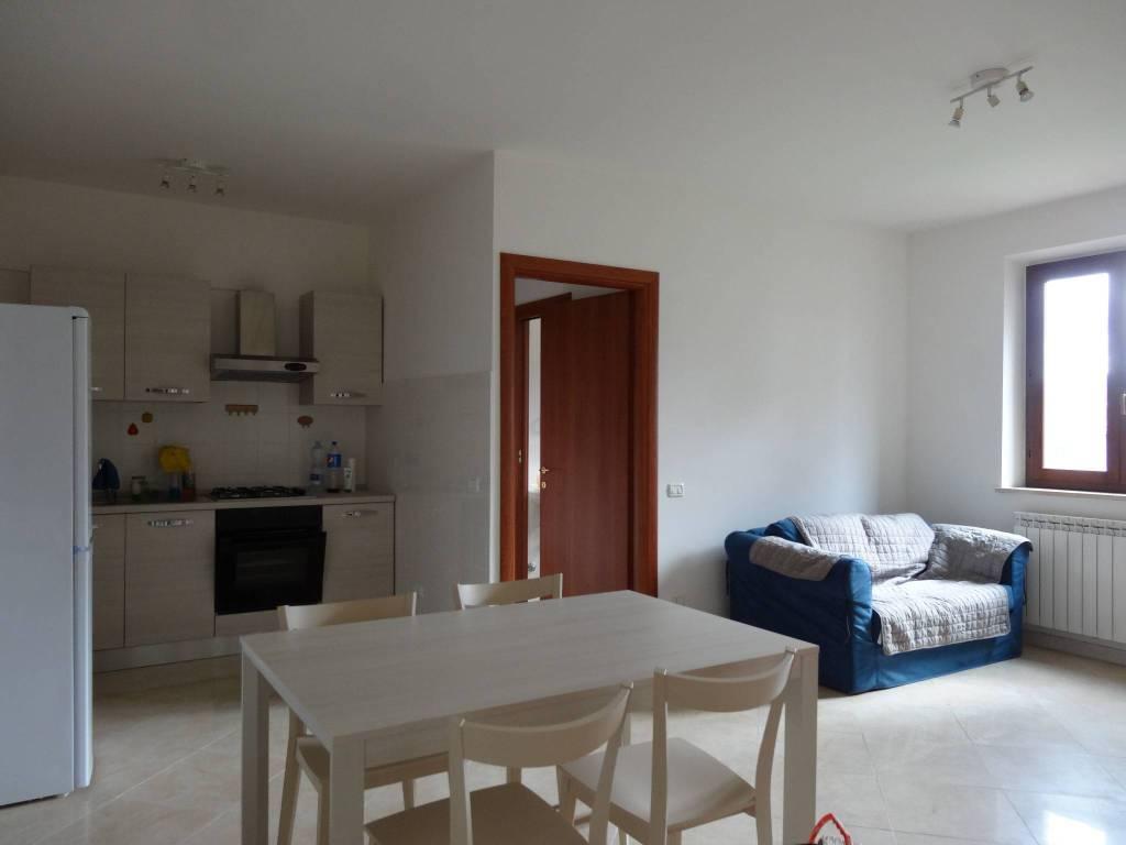 Appartamento in ottime condizioni arredato in affitto Rif. 9270548