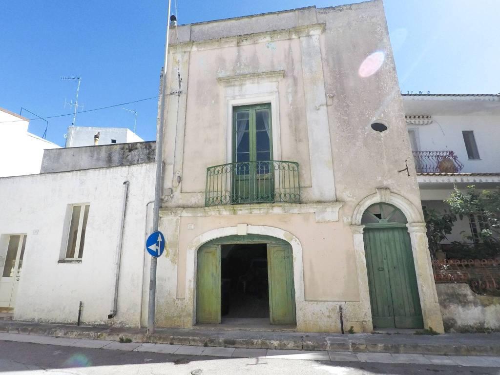 Palazzo / Stabile in vendita a Andrano, 6 locali, prezzo € 95.000 | CambioCasa.it