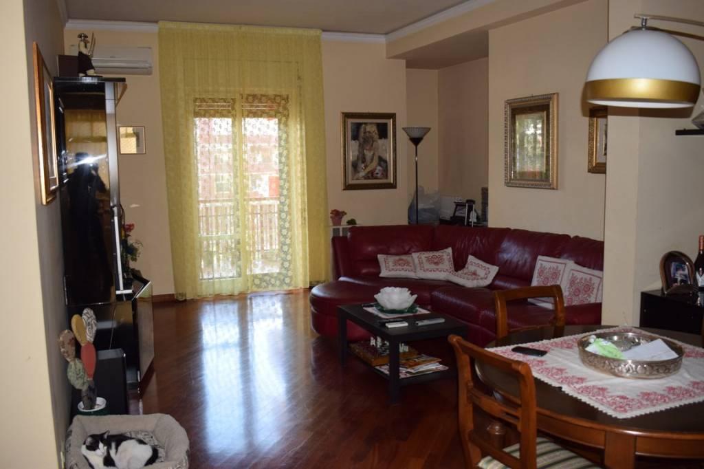 Appartamento in ottime condizioni in vendita Rif. 8176972