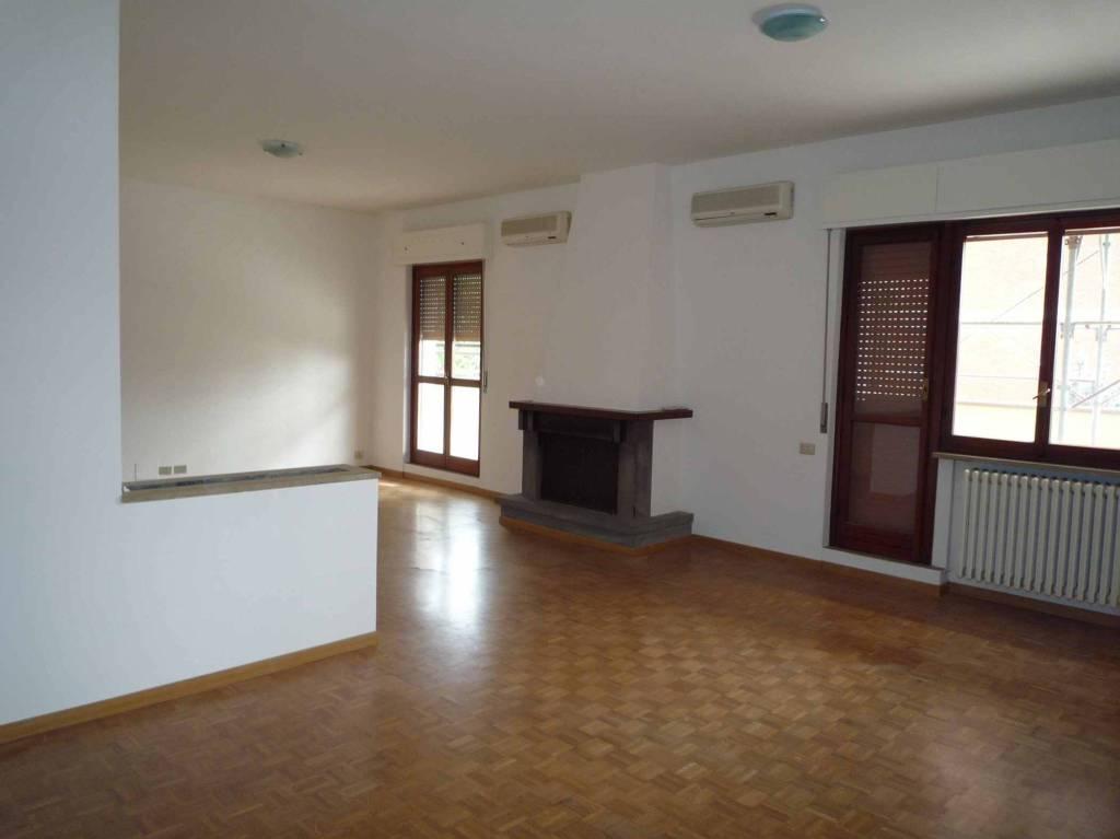 Appartamento in ottime condizioni in affitto Rif. 5747747