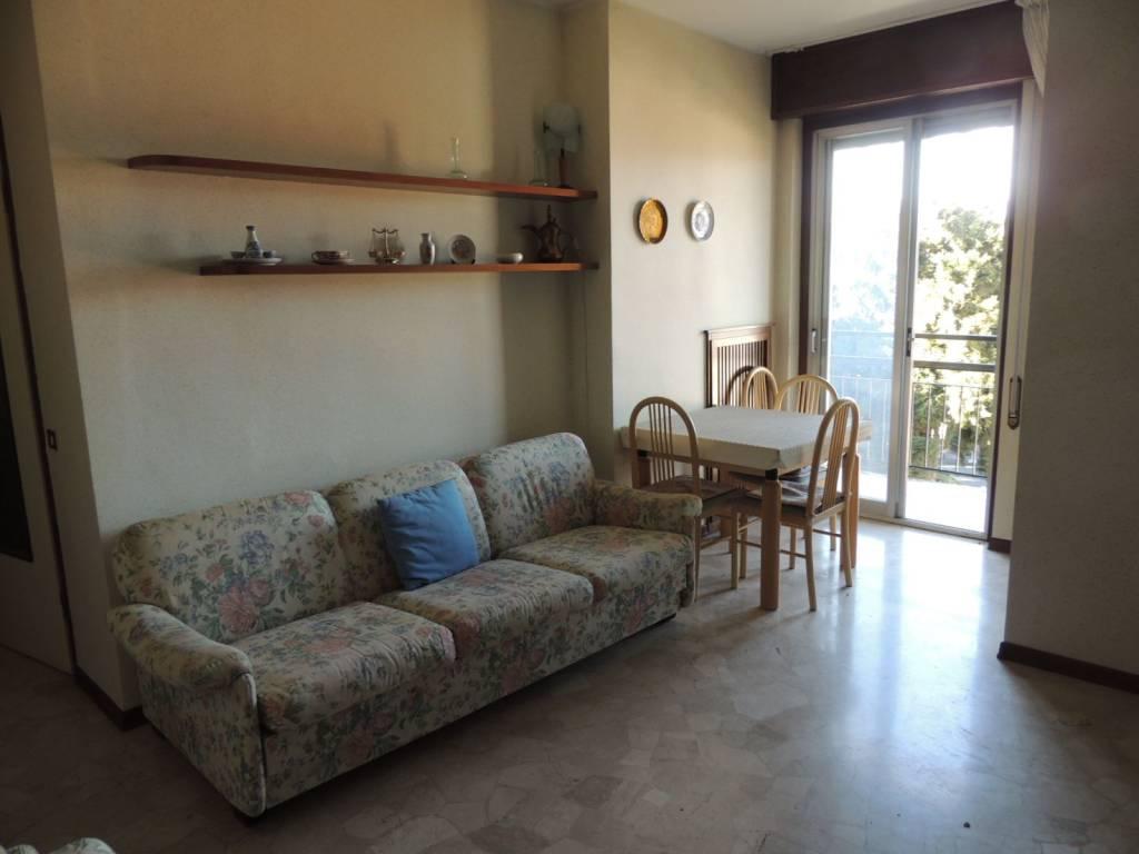Appartamento in buone condizioni arredato in affitto Rif. 5848499