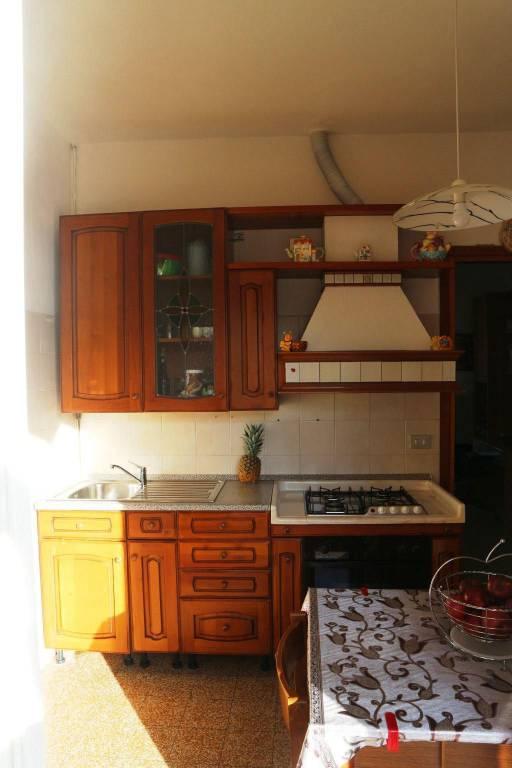 Appartamento in buone condizioni parzialmente arredato in affitto Rif. 6159960