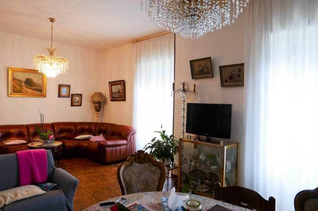Appartamento in buone condizioni in vendita Rif. 6964061