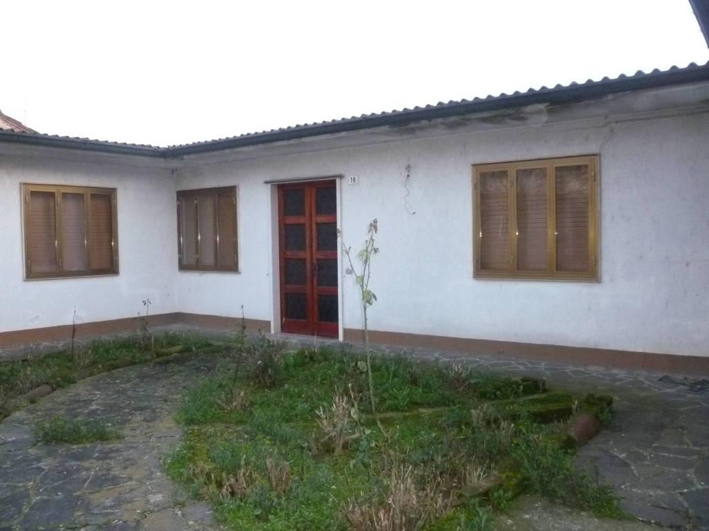 Villa in vendita a Pieve San Giacomo, 3 locali, prezzo € 29.000 | CambioCasa.it