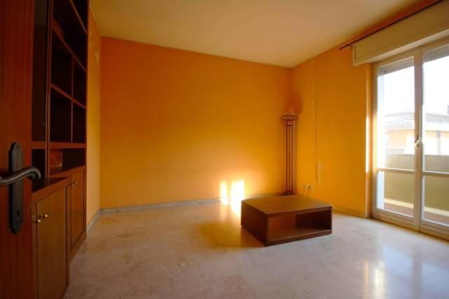 Appartamento in affitto a Cogliate, 3 locali, prezzo € 500 | CambioCasa.it