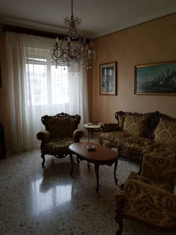 Vendesi Quadrilocale a Catania