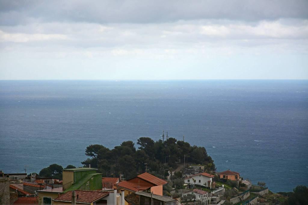 A 4 km dal mare, trilocale con terrazza vista mare