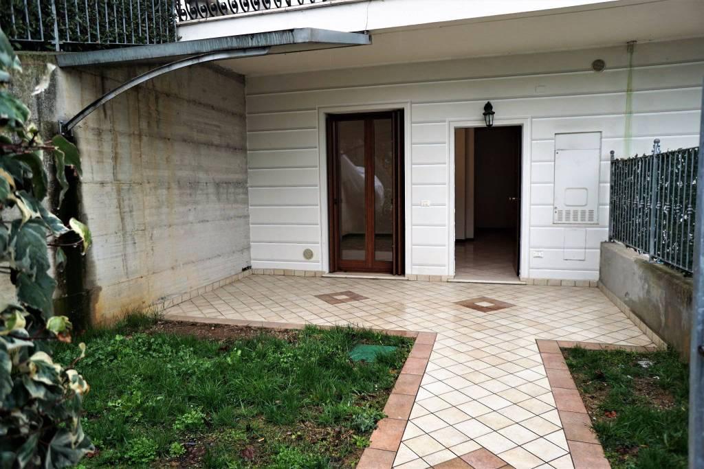 Appartamento in ottime condizioni in affitto Rif. 5780399