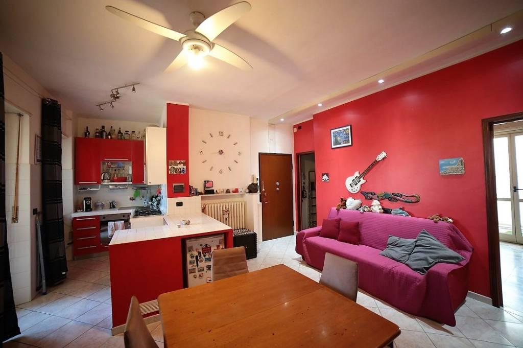 Appartamento in buone condizioni arredato in affitto Rif. 7737168