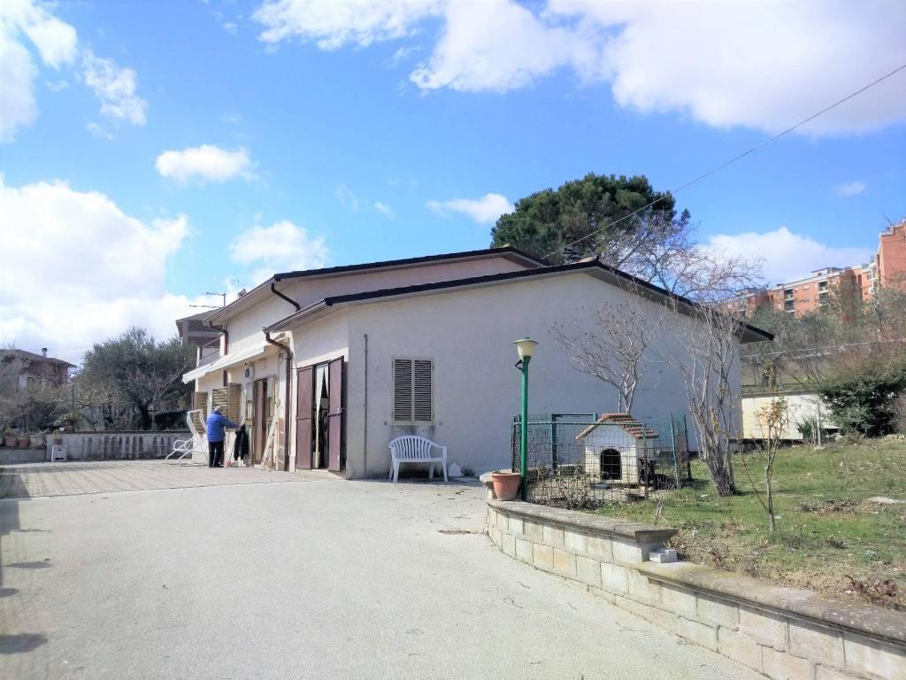Villa in buone condizioni in vendita Rif. 7911344