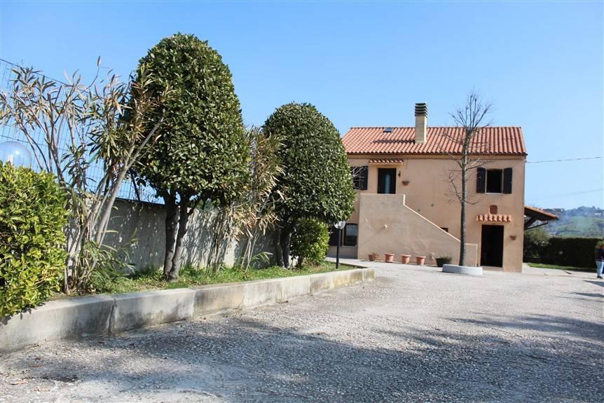 Rustico / Casale in ottime condizioni parzialmente arredato in vendita Rif. 5788141