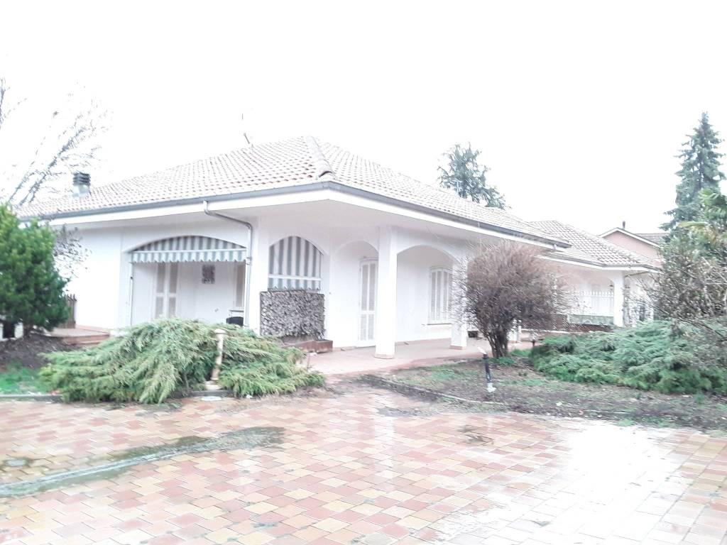 Foto 1 di Villa via Luigi Einaudi 18, Valfenera