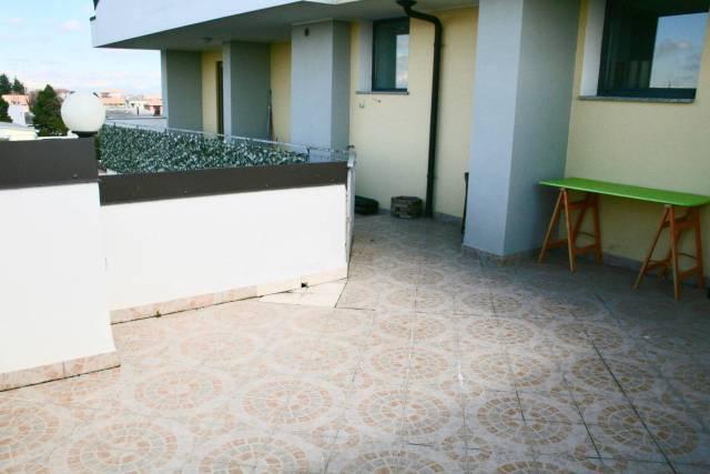 Appartamento in ottime condizioni arredato in affitto Rif. 6459275
