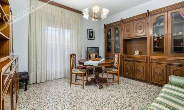Appartamento in buone condizioni in vendita Rif. 5780317