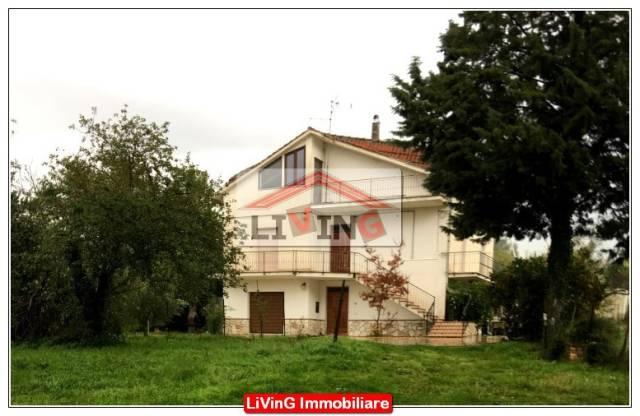 Casa semi-indipendente con portico Rif. 0194