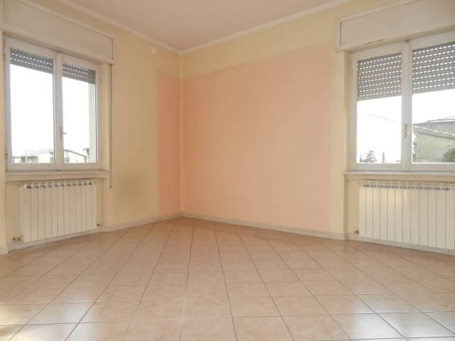 Appartamento in buone condizioni in affitto Rif. 6052038