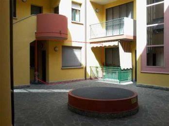 Appartamento in buone condizioni in vendita Rif. 8648997