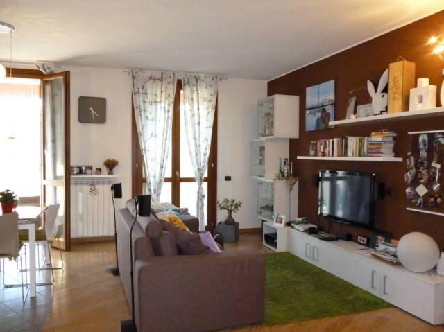 Appartamento parzialmente arredato in vendita Rif. 6947744