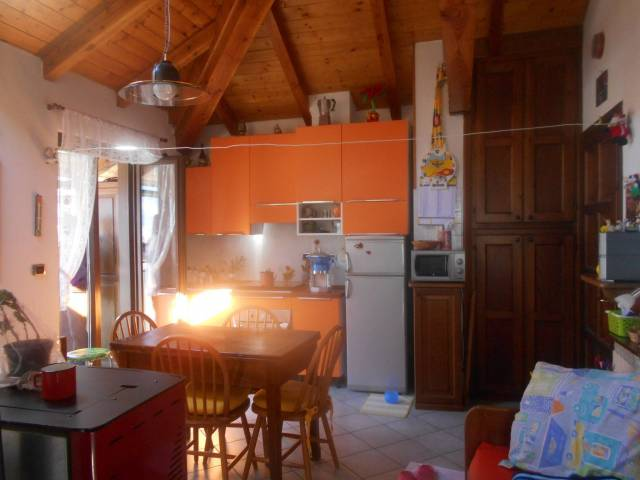 Appartamento in ottime condizioni arredato in vendita Rif. 5814546