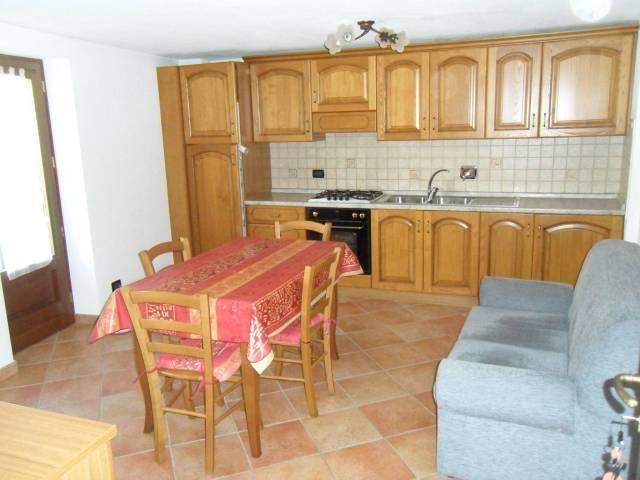 Appartamento in ottime condizioni arredato in affitto Rif. 5814547