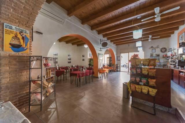 Bar tavola calda - fredda trilocale in vendita a Serramanna (VS)