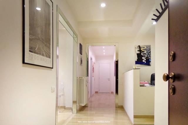 Negozio-locale in Affitto a Ferrara Centro: 5 locali, 120 mq