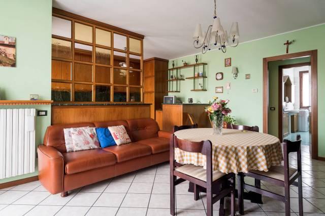 Appartamento in ottime condizioni arredato in vendita Rif. 5401810
