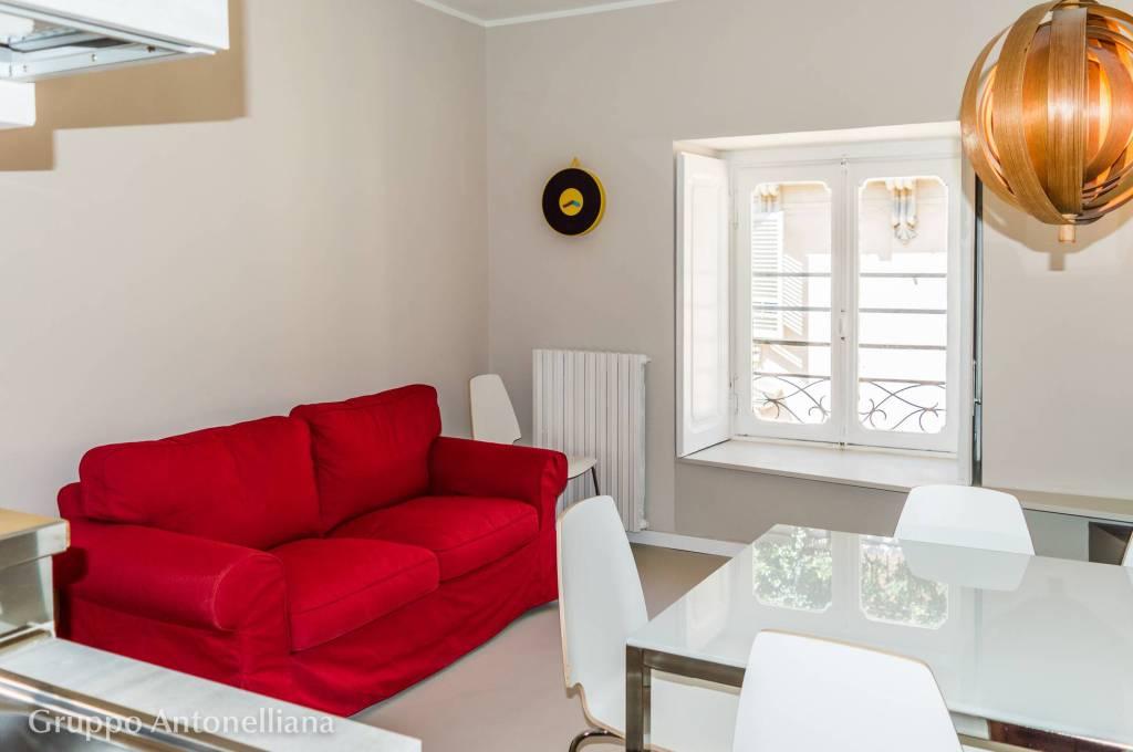 Immagine immobiliare Appartamento arredato in affitto a Torino Via XX Settembre Appartamento arredato in affitto a Torino Via XX Settembre 74 zona Centro. Proponiamo in affitto a Torino pressi Piazza Castello, un appartamento su due piani, 4° e 5°...