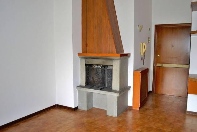 Appartamento in buone condizioni parzialmente arredato in vendita Rif. 4861996