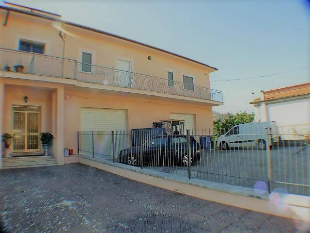Appartamento in ottime condizioni in vendita Rif. 5819187