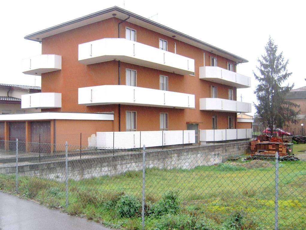 Appartamento in ottime condizioni parzialmente arredato in vendita Rif. 5819717