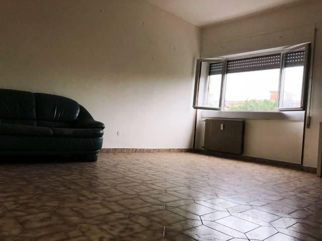 Appartamento in buone condizioni parzialmente arredato in affitto Rif. 5819014
