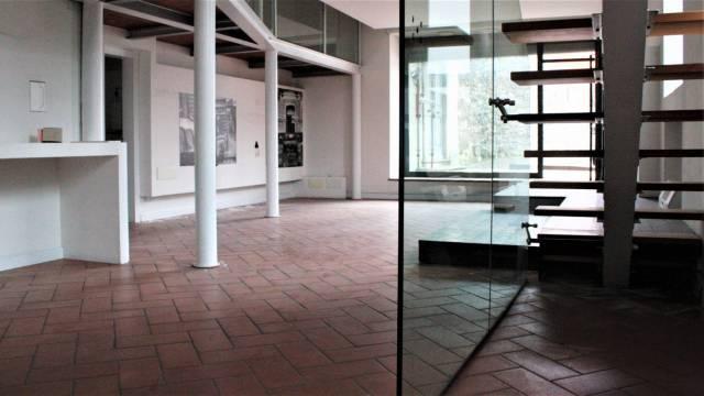 Ufficio / Studio in affitto a Salò, 2 locali, prezzo € 1.500 | CambioCasa.it
