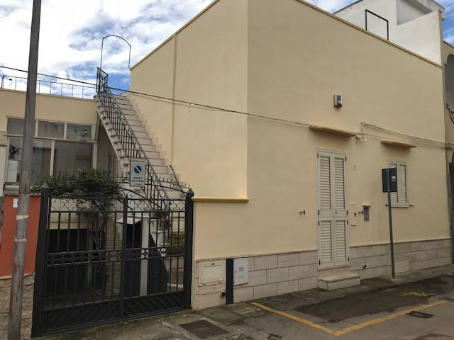 Casa indipendente in Vendita a Tuglie Centro: 4 locali, 103 mq