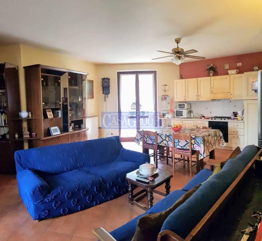 Appartamento in buone condizioni in vendita Rif. 4907926