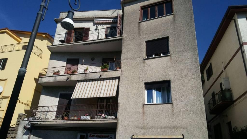 Appartamento in buone condizioni in vendita Rif. 8267410