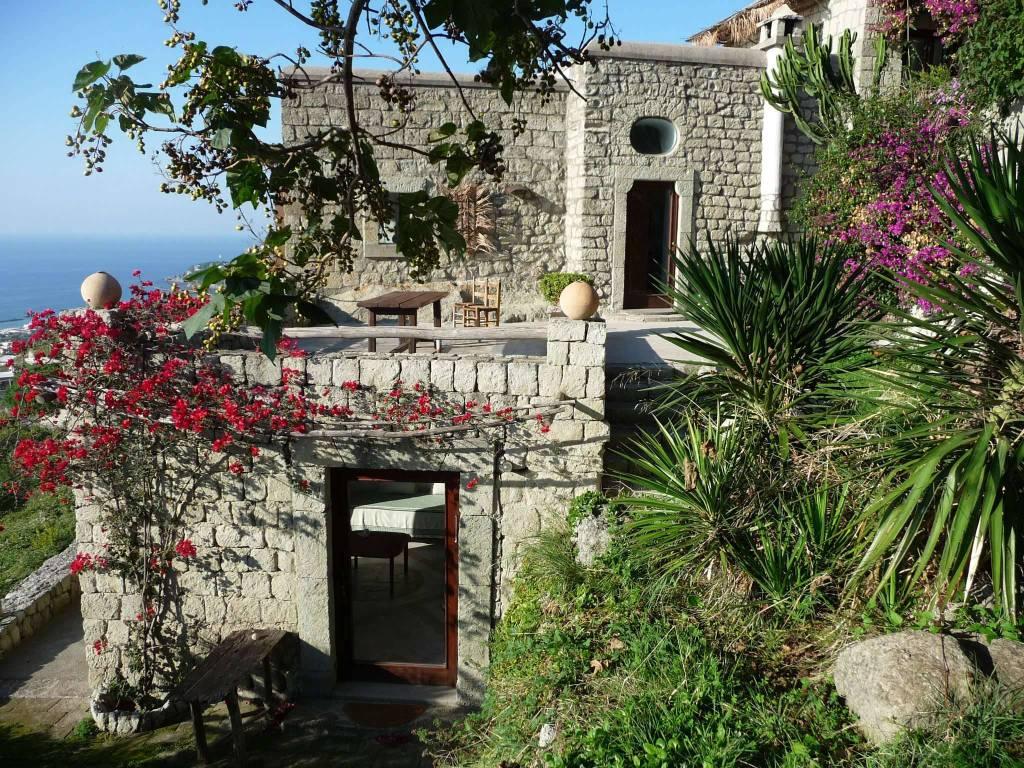 Villa in vendita a Ischia, 9 locali, prezzo € 995.000 | CambioCasa.it