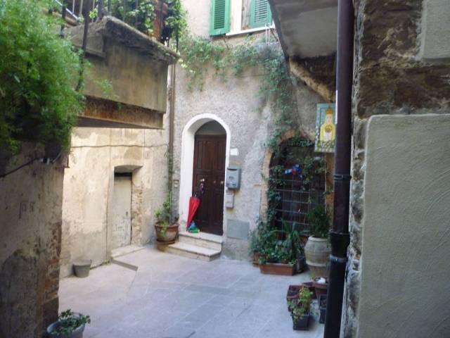 Appartamento in buone condizioni parzialmente arredato in vendita Rif. 5854267